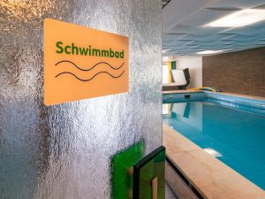 Blick ins Schwimmbad